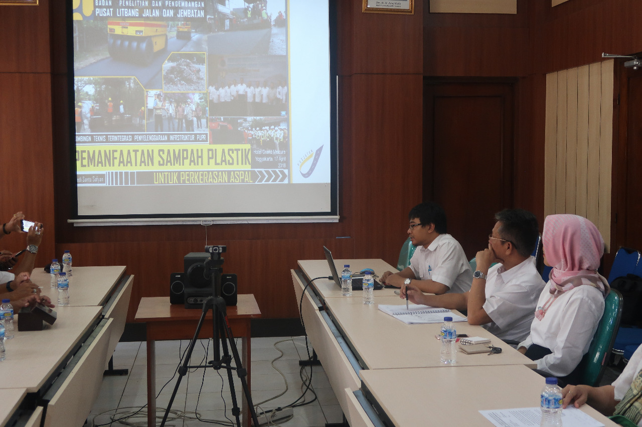 Tertarik dengan Teknologi Aspal Plastik, DPRD Kab. Barito Kuala Kunjungi Puslitbang Jalan dan Jembatan